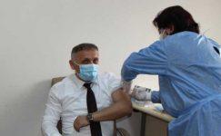 Sağlık çalışanlarına aşı uygulaması başladı