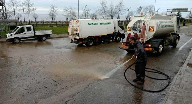Cadde ve sokalar yıkanıyor